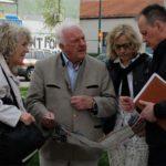 Delegationsteilnehmer mit dem Leiter der Kitas in Sarajevo